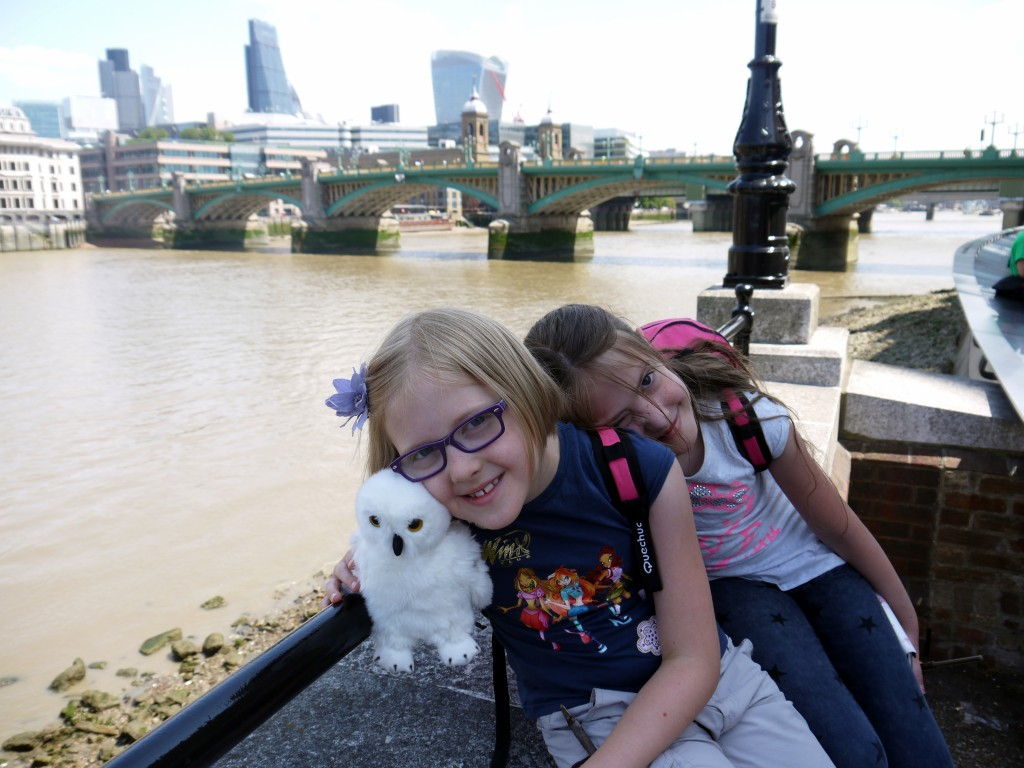 Sister snuggle along the Thames